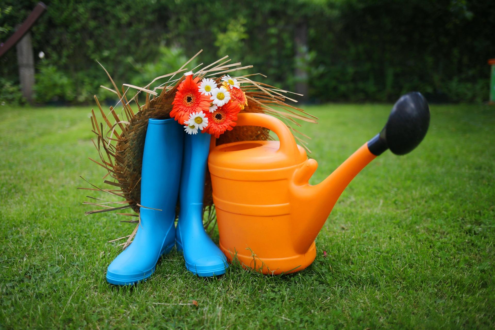 botas-regadera-jardín-verano-riego-mantenimiento
